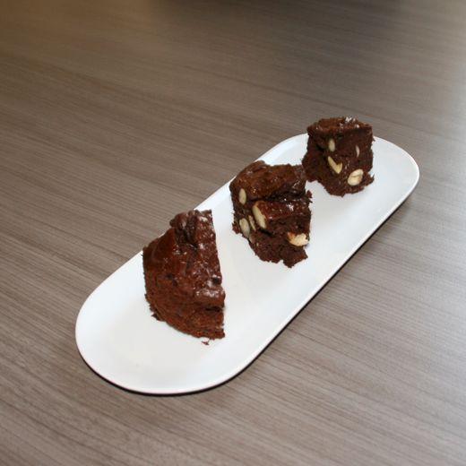 Misschien klinkt het wat raar in jullie oren... roomkaas en zure room op de ingrediëntenlijst van een brownie?? Jazeker, het is geen vergissing :) Deze heb ik gisteren voor het eerst gemaakt en hal...