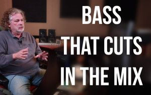 Pensados palace demonstrating in a tutorial on how to make a bass sound clear through the mix
