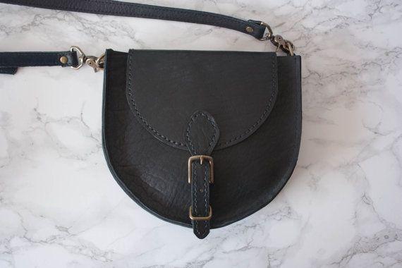 Sirkel Crossbody Bag  zwart / lederen Crossbody door Heistjewelry