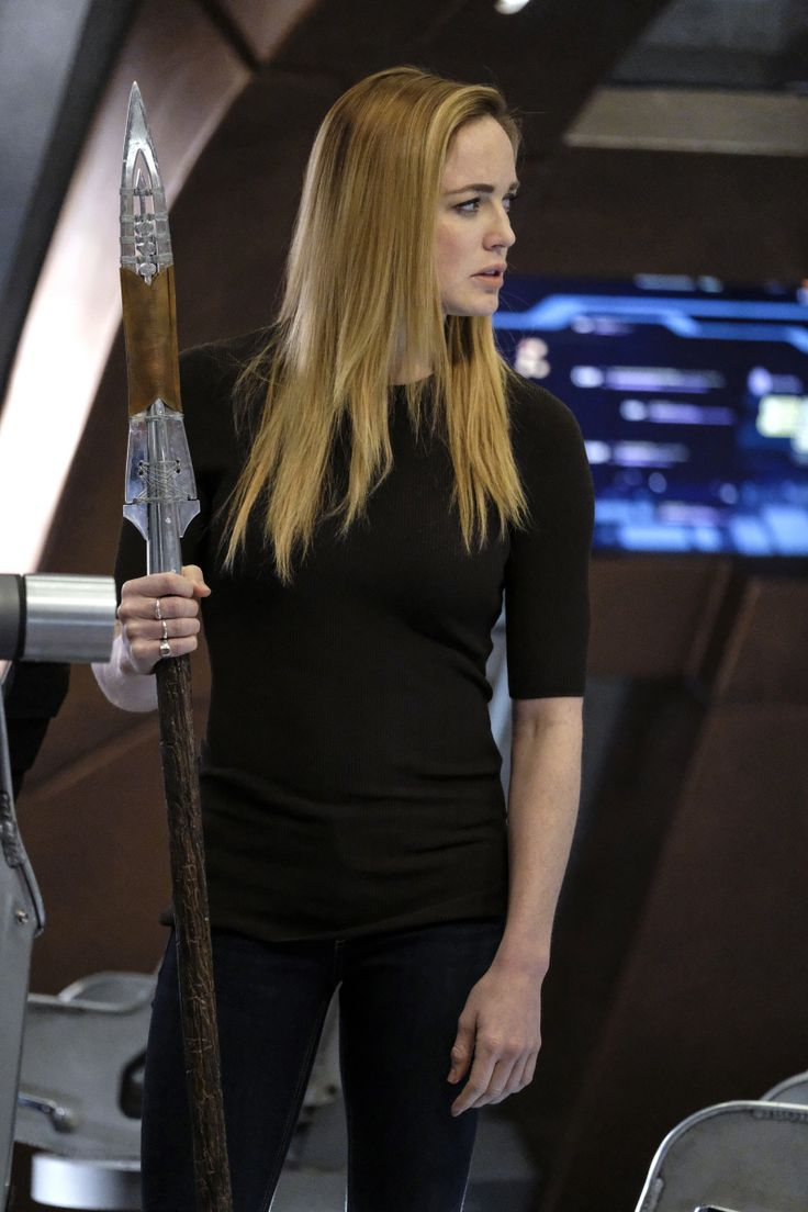 """DC's Legends of Tomorrow --""""Aruba""""-- LGN217a_0099.jpg -- Pictured: Caity Lotz as Sara Lance/White Canary -- Photo: Bettina Strauss/The CW -- © 2017 The CW Network, LLC. All Rights Reserved"""