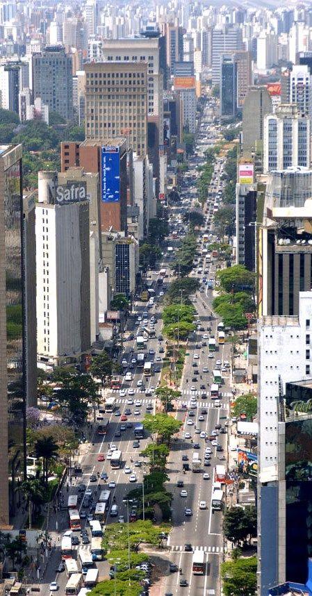 Avenida Brigadeiro Faria Lima em São Paulo, capital do estado de São Paulo, Brasil.