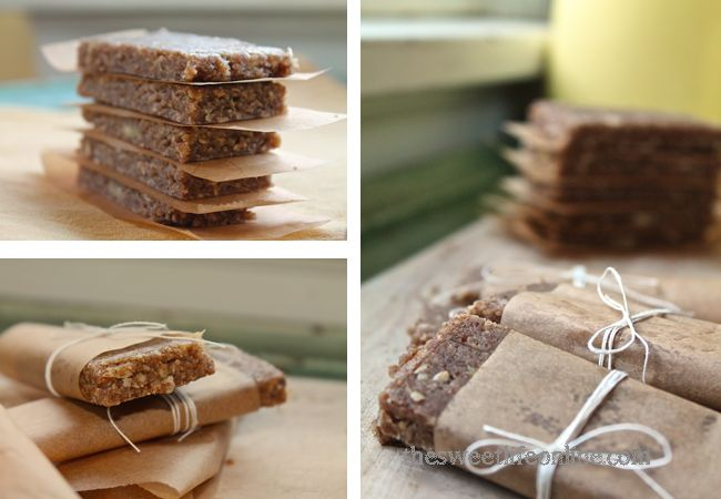 Raw Banana Bread Breakfast Bars - Absolutely delicious and super easy! #rawfood #vegan