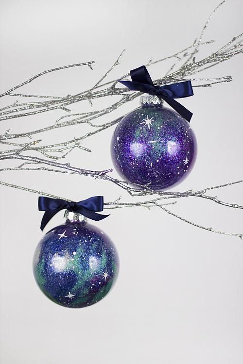 Glittered Galaxy Ornament -- Create the constellation on a glass ornament. #galaxyprint #christmasornament