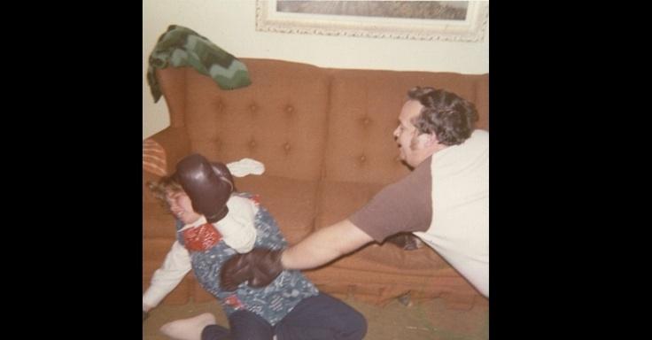 Site reúne fotos de família capazes de envergonhar qualquer geração Fotos esquisitas -  site Awkward Family Photos