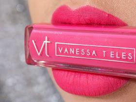 Mais um batom maravilhoso da maquiadora Vanessa Teles aqui para vocês conhecerem, é a cor MAIA , um tom rosa pink super lindo que vou most...