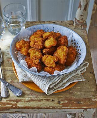 Kipnuggets, maar dan glutenvrije bloem en broodkrum gebruiken