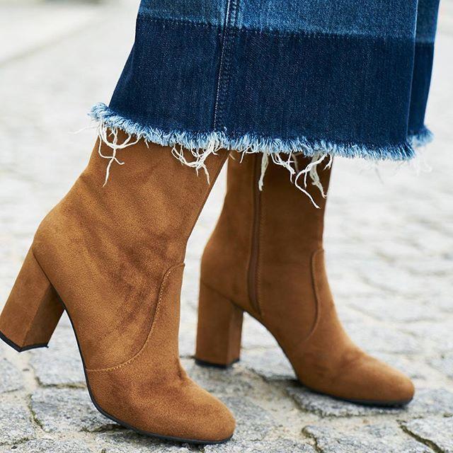 Stilsicher durch den Herbst mit unseren stylischen #Stiefeletten  (Für 39,90€ bei #Deichmann Artikelnummer: 1110267) #mode #fashion #Herbst #flatlay #flatlays #flatlayapp www.flat-lay.com