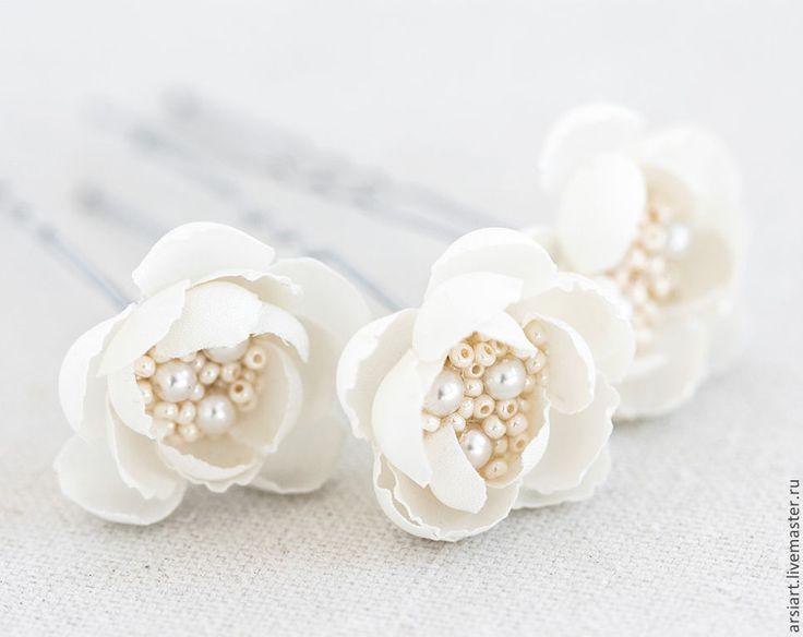 Купить Белые цветы в прическу. Свадебные шпильки с цветами из ткани.Для волос - белый, белые