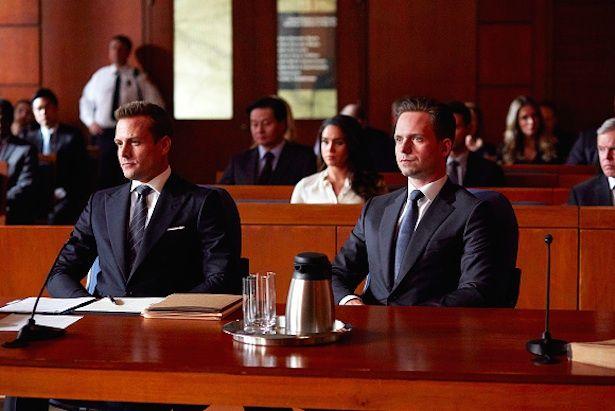 Suits: Mike e Harvey brigam em julgamento - http://popseries.com.br/2016/02/17/suits-temporaa-5-self-defense/