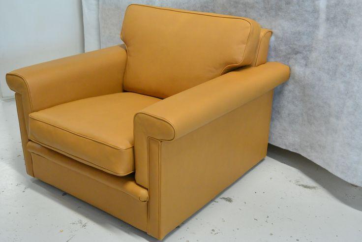 Ilmari Tapiovaara nahka-tuoli uusilla pehmusteilla ja nahalla