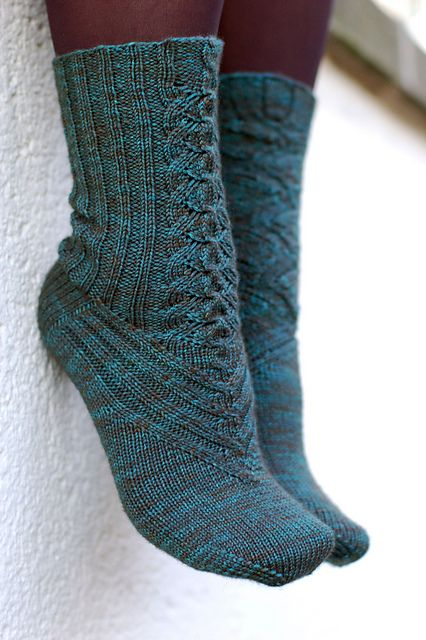 Cute Sock Knitting Pattern - I would probably even wear these in mary janes with that front detail