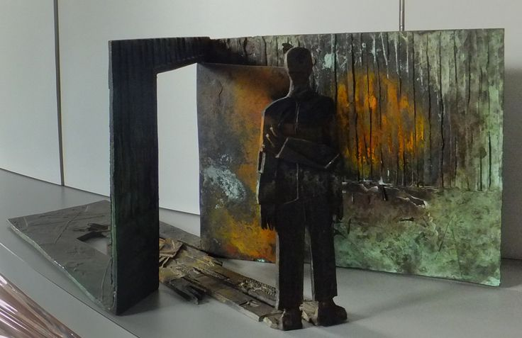 """84032"", 1984.                                                                   Escultura de acero cortén. Ed: 1/3.                                                  50 x 23 x 19 cm."