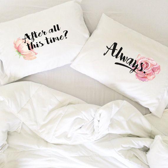 Estas almohadas adorables para los fanáticos de Snape/Lily.