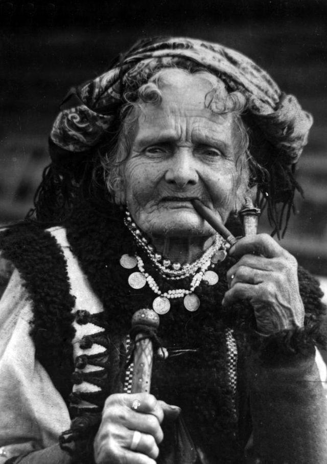 Hutsul woman 110 years old, Prykarpattia.jpg