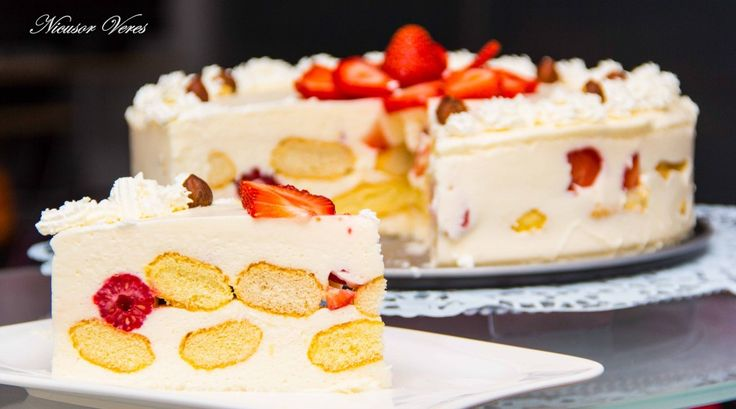Cake with yogurt and biscuits