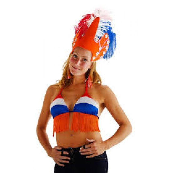 Oranje bikini top in rood, wit en blauw voor volwassenen. Een originelere uitdossing voor dames op het WK 2018 is er niet.