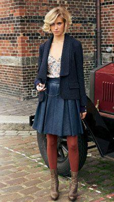 Burda décembre '11 - une jolie petite jupe, cousue en cuir gris, parfaite pour voyager ;-)