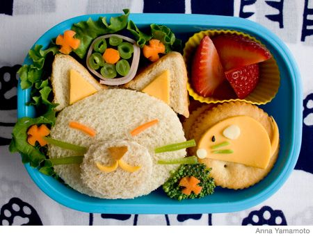 I hate that the sandwhich is a cat- but maybe if I made Oaklyns food look like this she would want to eat it instead of just lucky charms.