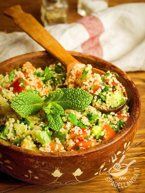 Ecco la Panzanella di couscous: buona, semplice e tutta a base di ingredienti sani e genuini. Ideale anche per un buffet o una cena tra amici.