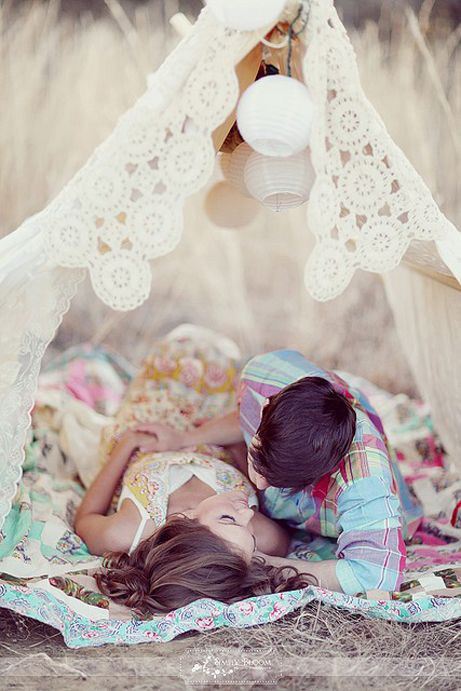 ROMANCE: Engagement Pictures, Photos Ideas, Tents, Engagement Photos, Romances, Picnics, Engagement Pics, Engagement Shoots, Photos Session