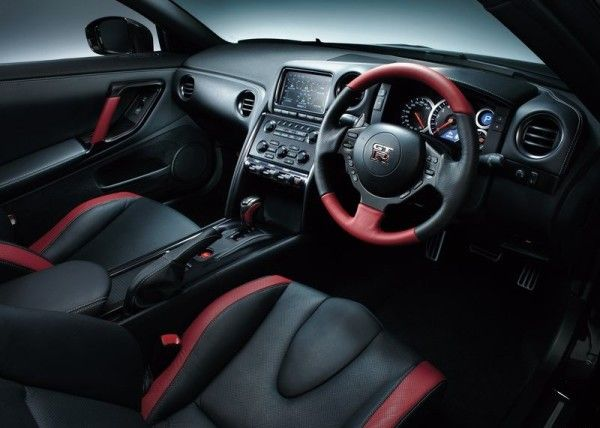 2015 Nissan GT R reds and black interior 600x428 2015 Nissan GT R Specs Review with Images