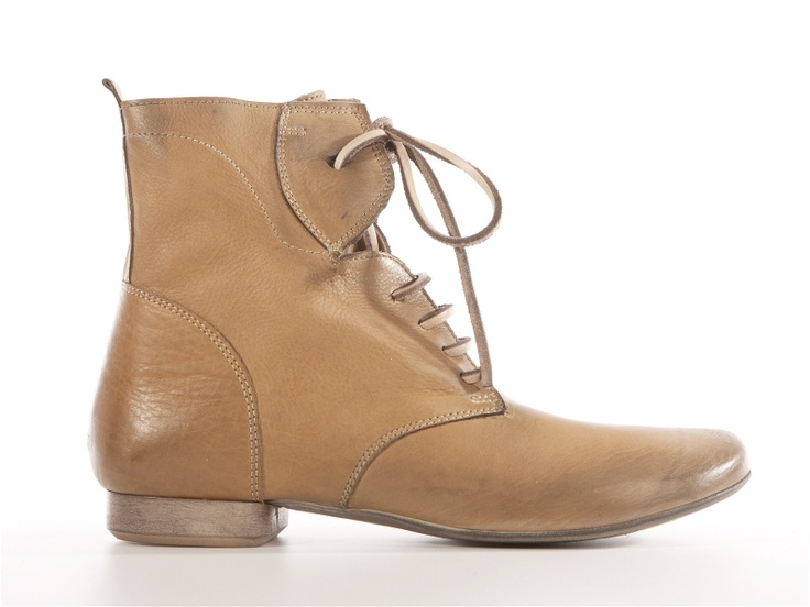 Nic Dean beige leather ankle summer boots   From 145.20e get the 50% off