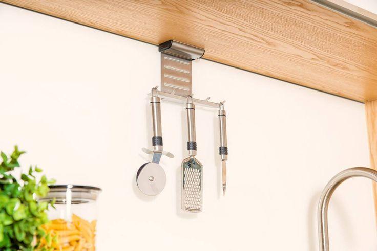 Küchenzubehörhalter  K!TCHENRack  - Küchenleiste Küchenhaken ohne bohren Der Kückenrollenhalter ist ein idealer Küchenhelfer! Halten Sie Küchenutensilien wie Suppenkelle, Schneebesen, Schöpfkelle, Kochläffel etc immer griffbereit....  #küchenzubehör #kitchenrack #küchenleiste #küchenhaken