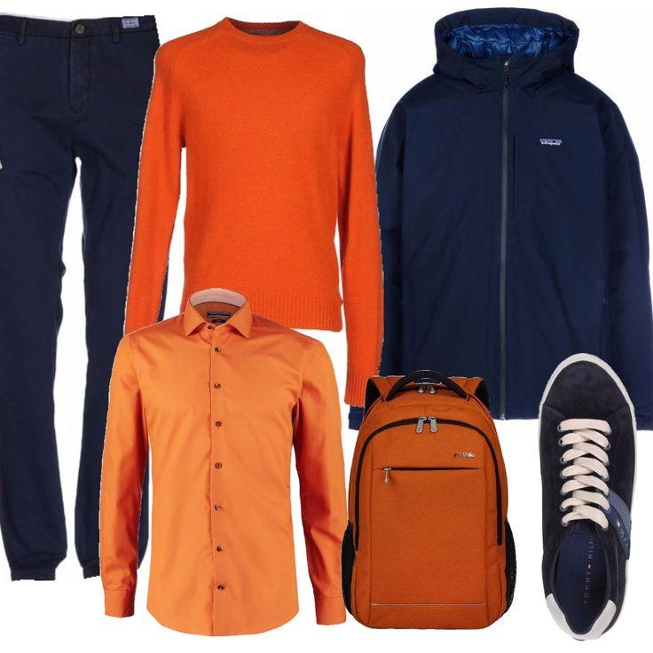 Questo look è pensato per chi ama l'arancio e non vuole rinunciarvi nemmeno in ufficio. Pantalone blu navy, con camicia e maglione arancioni. Per uscire una sneaker blu firmata Tommy Hilfiger e una giacca a vento con cappuccio. Ultimo dettaglio, ovviamente arancione, lo zaino porta pc.