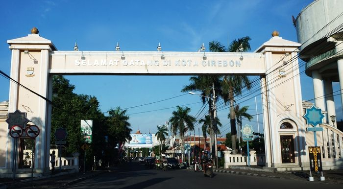 Welcome to Cirebon: The gate to Cirebon city. The city is featured by a mix of Javanese, Sundanese and Malay cultures. (Photo by Edna Tarigan)