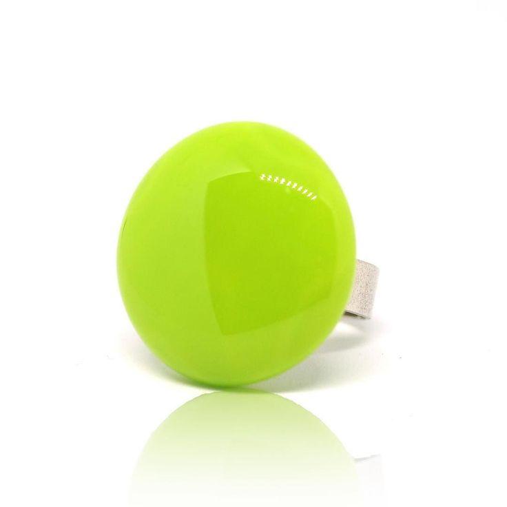 Simple ring #jewelleryshop #fashionjewelry #nyiriandrea #uniquejewelry #ring #ring #gyűrű #ékszer #green #fusingglass