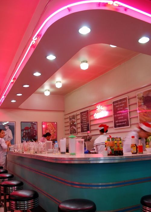 50's Diner. I wish we had more of these. Ive never been to one and I want to sooo badly