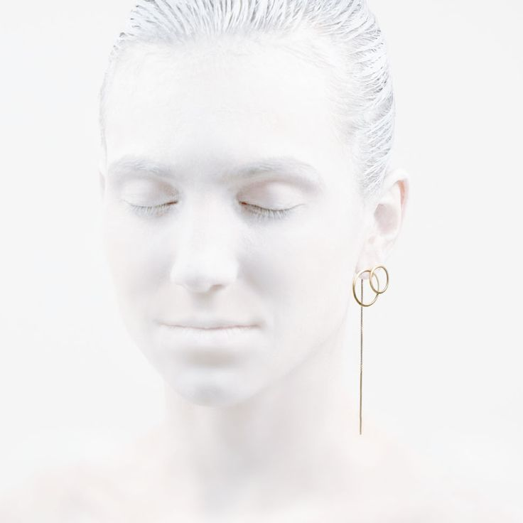 'Elegancy in White' O Collection #leifoojewelry #jewelry #artistic #Geisha #earstud #design #photography