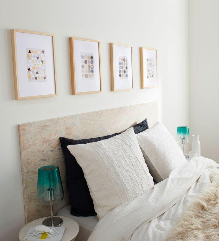 Envie d'une tête de lit facile, utilisez un panneau de bois, ajoutez des petits…