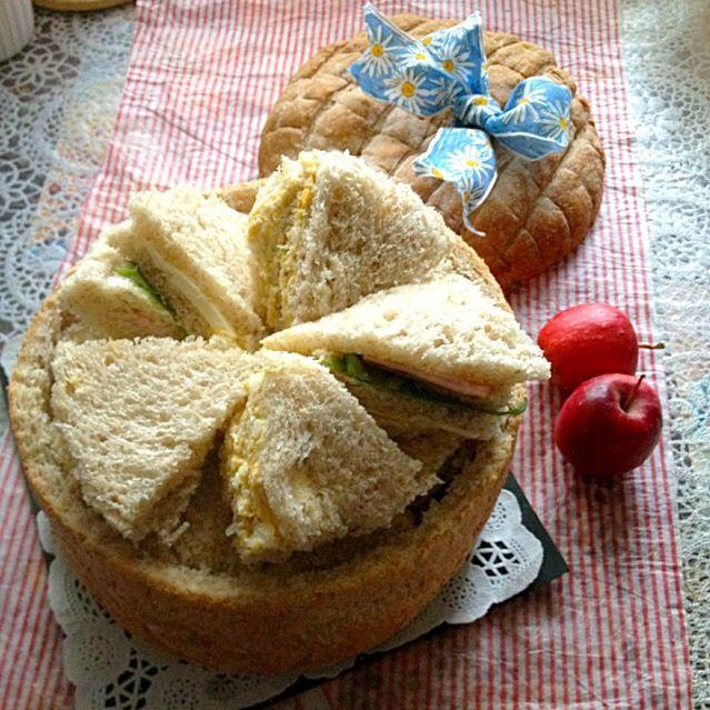 今日は、パンシュープリーズでサンドイッチを作って ひな祭りパーティーです、 具材は、ハム、チ-ズ、卵、シーチキン、胡瓜、サ-モン、きめてはマヨネーズ - 266件のもぐもぐ - パンシュープリーズ by Yukiko 1008