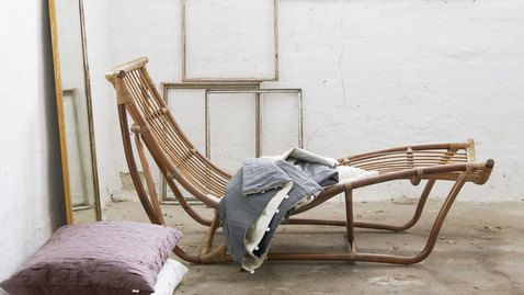Michelangelo daybed: A perfect choice for a very fashionable and cozy look in your living room. All you need is a pillow and blanket! #sikadesign #rattan #handmadefurniture #furniture #design #danishdesign #inspiration #decor #chair #danish #summer #spring #chair #water #beach #outdoor #originals #cozy #livingroom #bedroom