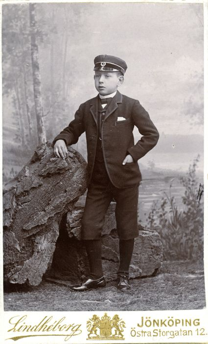 Школьник Джон Бауэр в 3 - м классе.  Снято на Atalier Lindhe на East Main Street в Йёнчёпинг