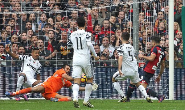 Giovanni Simeone (R) of Genoa CFC scores the opening goal during the Serie A match between Genoa CFC and Juventus FC at Stadio Luigi Ferraris on November 27, 2016 in Genoa, Italy.