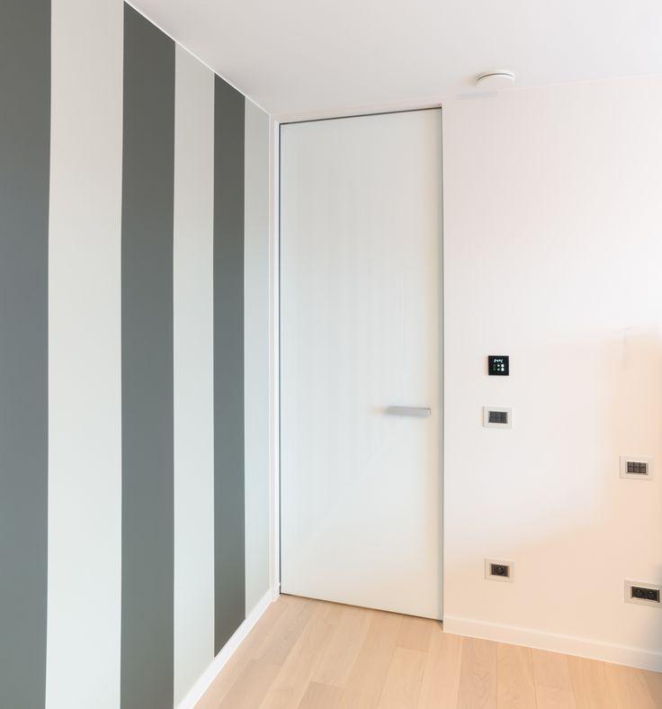 Moderne design binnendeur met een onzichtbare omlijsting. De populaire binnendeur zonder omlijsting, maar dan zonder risico op scheuren en barsten! Kijk voor meer info op Anyway Doors.