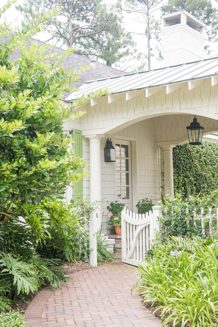 Major cottage curb appeal -- and love that custom gate!