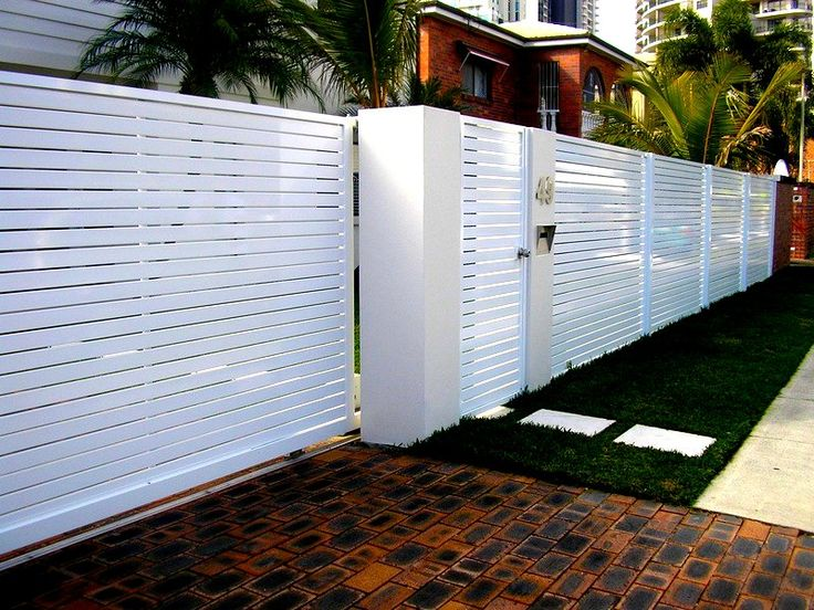 WHOLE FRONT FENCE IN SLATTED ALUMINIUM