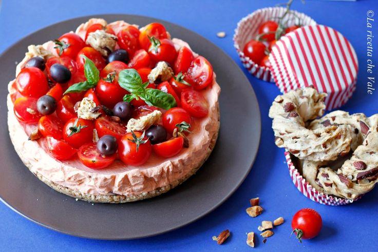 """#Cheesecake salata senza cottura al pomodoro - questa #ricetta al #pomodoro partecipa al contest """"Il pomodoro italiano si veste di gusto"""" di @Chiarapassion realizzato in collaborazione con La Fiammante - #italian #tomato #recipe #food"""