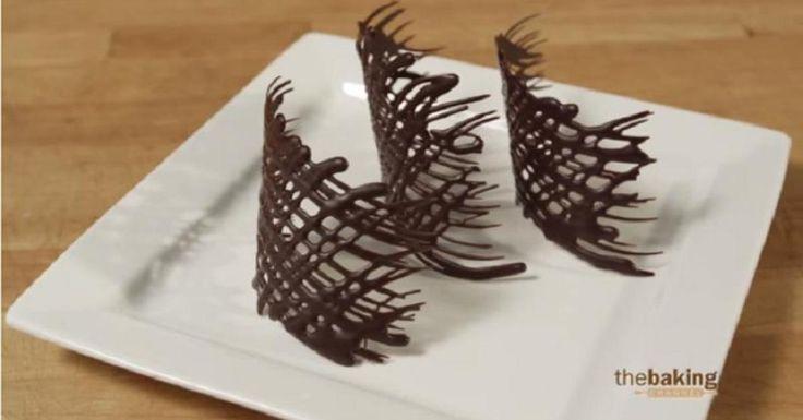 WAOUH! J'adore!!! Parfait pour tous les desserts et pour toutes occasions! Le chocolat n'est pas si difficile à travailler, il vous faudra peut-être un peu de pratique, mais si vous avec un peu de dextérité, vous y arriverez facilement! Elles ont l'a