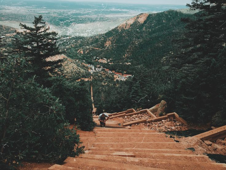 Маниту-Спрингс Инклайн в Колорадо. Colorado Mountains. Colorado Nature. Hiking in Colorado. Manitou Incline in Manitou Springs. Manitou Springs in Colorado Springs. Film Camera. 35 mm.