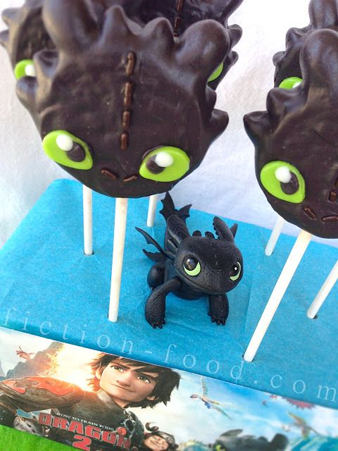 """Food Adventures (in fiction!): Toothless Cookie Pops for """"How to Train Your Dragon 2"""""""