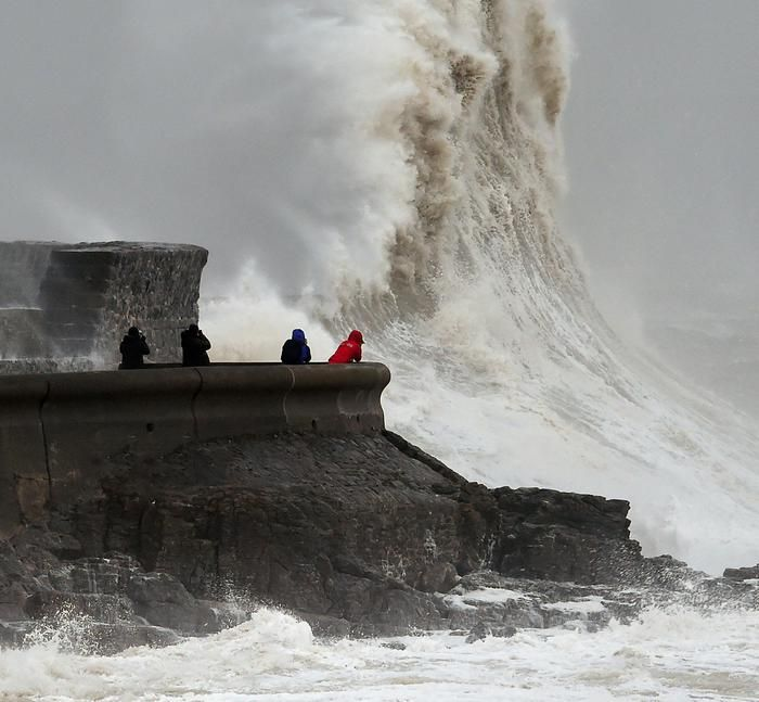 Vento a 150 km e tempeste sull'Inghilterra - Mondo - ANSA.it