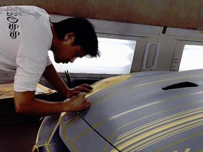 #интересное  Самая сложная покраска автомобиля (25 фото)   Предлагаем вам взглянуть на невероятно сложный и трудоемкий процесс покраски одного автомобиля, который создавался, как уникальный шоу-кар в единственном экземпляре. Осмелится ли владелец использовать