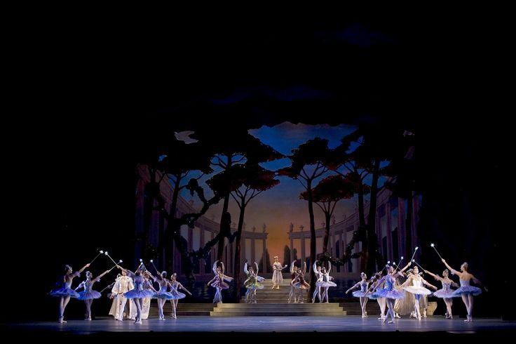 Cinderella, act III. Photo: Bill Cooper