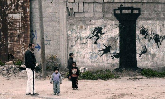 Banksy revela novos grafites e curta documentário sobre a Faixa de Gaza - Jornal O Globo