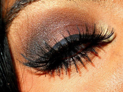 eye liner & fake lashesEye Makeup, Wings Eyeliner, Dark Eye, Beautiful, Brown Eyeshadows, Eyemakeup, Eye Liner, Smokey Eye, Long Lashes