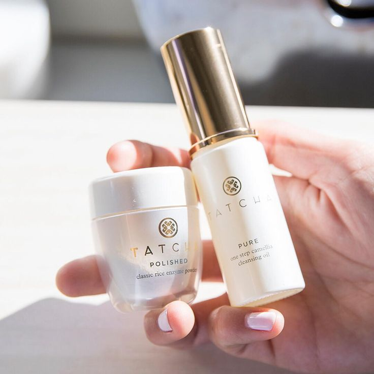 ✨Pure & Polished: a perfect pair!✨  Step 1️⃣: Melt away even waterproof makeup and SPF with our One Step Camellia Cleansing Oil - it completely emulsifies in water, meaning there's no greasy residue.  Step 2️⃣: Add a little water to lather the Polished Classic Rice Enzyme Powder into a creamy foam that gently exfoliates skin for baby-soft finish.  #tatcha